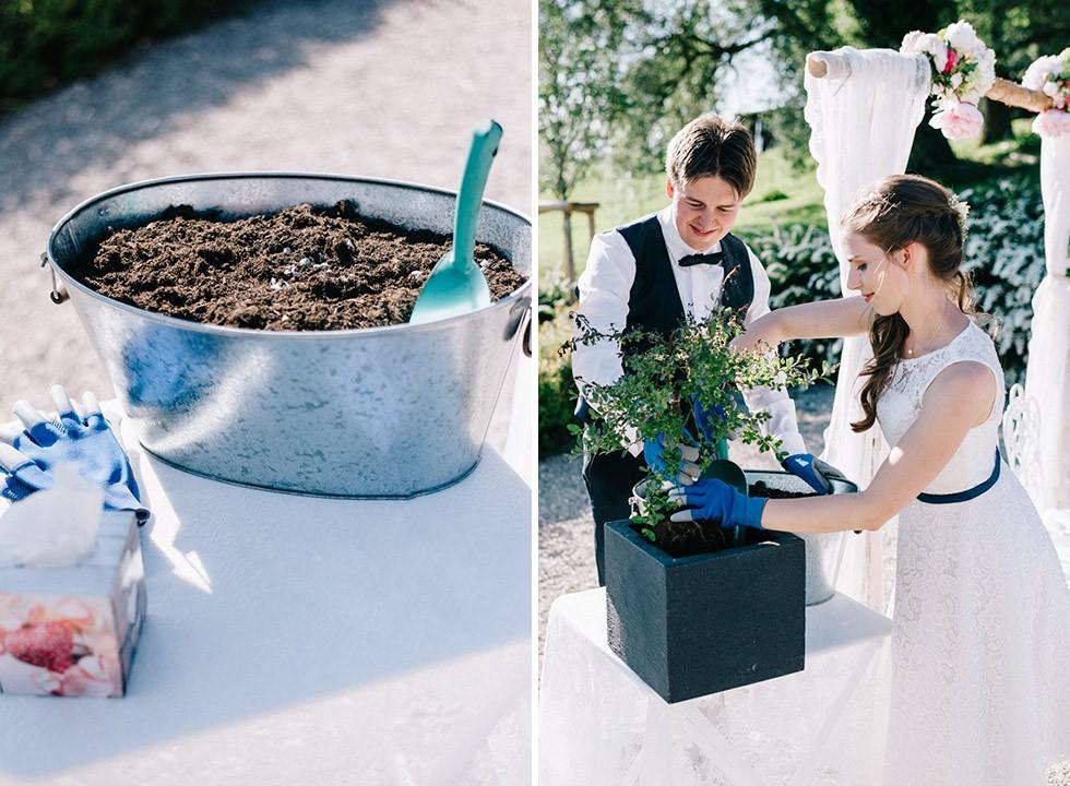 Baumpflanzen als Ritual bei einer freien Trauung von der Traurednerin Die Hochzeiterin in München